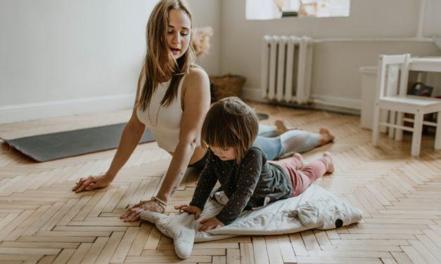 Cómo hacer deporte con niños en casa